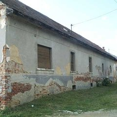 Szőce: Rarity. Partly renovated farm house with arches
