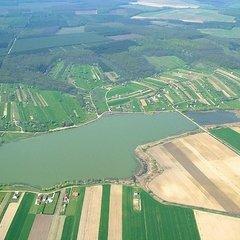 Csepreg: Huge angeling lake with holiday cottages