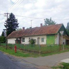Felsőmarác: Kis parasztház a központban