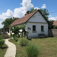 Egyházashollós: Lovely small cottage in the Raaba valley