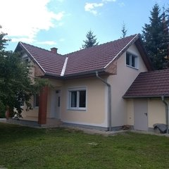 Szakonyfalu: Renovated detached house at the Austrian border