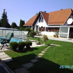 Hegyháthodász: Huge house, guest apartment, 3 garages, pool,